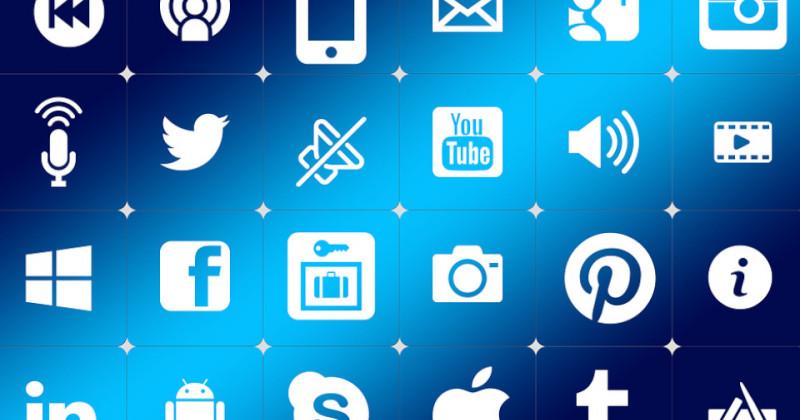 Anzeigetafel mit digitalen Firmensymbolen
