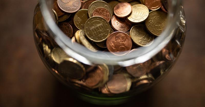 Behälter mit Münzen
