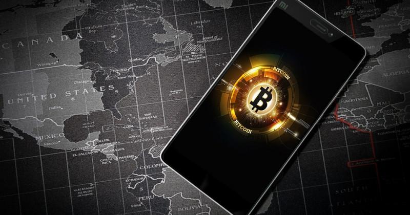 Bitcoin-Währung und Karte der USA und des Atlantiks