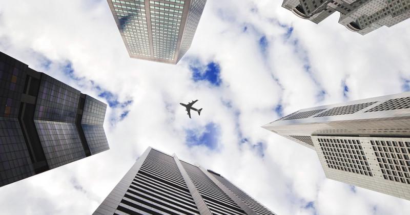 Flugzeug Himmel Gebäude