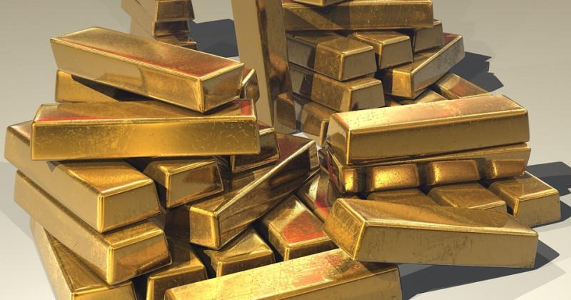 Goldbarren aufgestapelt