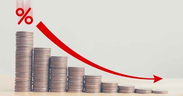 Grafik mit fallenden Zinssätzen