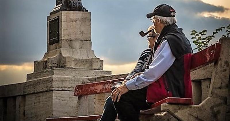 Älteres Paar in einem Park