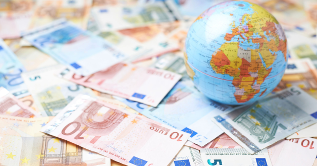 Globus auf Euros ruhend