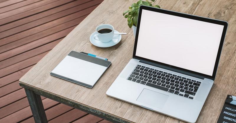Tisch, Computer, Kaffee