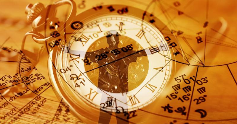Uhr und menschliches Profil im Hintergrund