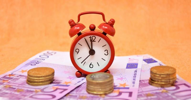 Wecker und Euro