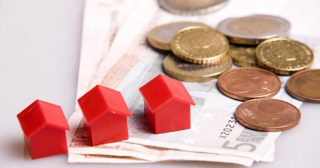 Monopoly Häuser, Geldscheine und Münzen